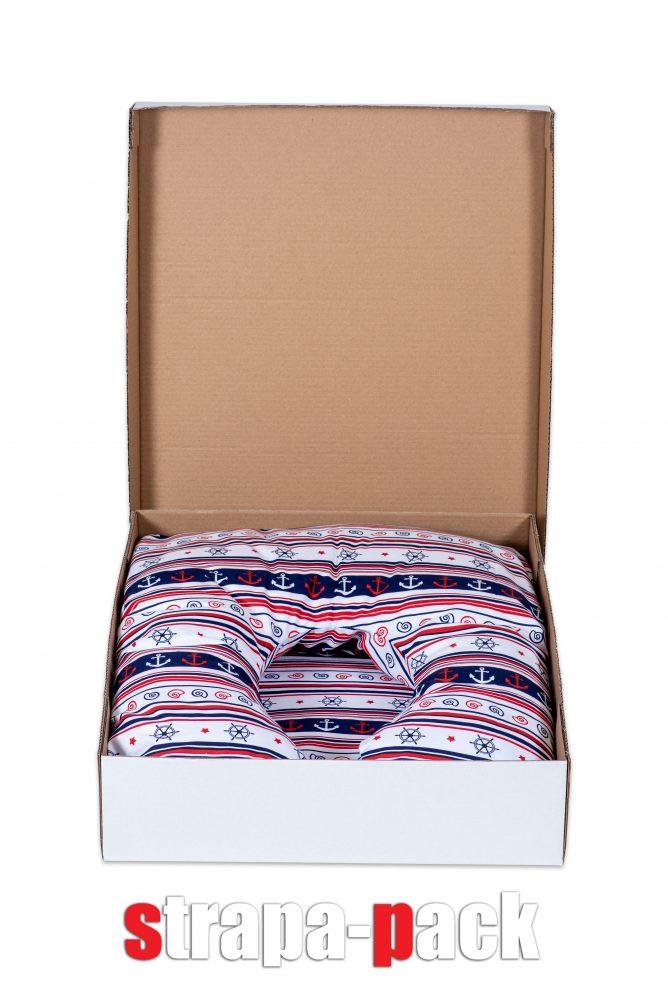 Murai Móni mesepárnája a Strapa-Pack által készített hullámkartondobozban
