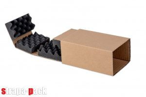 A Strapa-Pack dobozüzemében készült csomagoló doboz habszivaccsal.