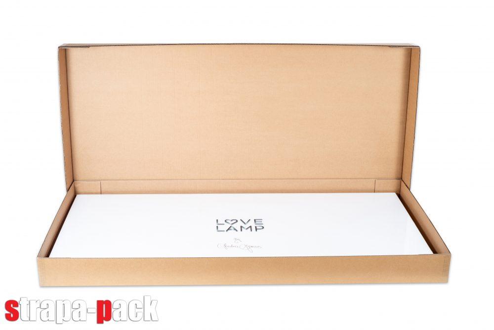 Speciális kartondoboz csomagolás a Love Lamp számára.